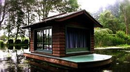Самотни къщички насред живописна природа