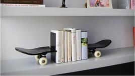 Яко скейт, а между скейта - книги