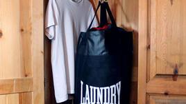 Боксова круша или торба за мръсно пране?
