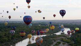 Феерично! Стотици балони с горещ въздух