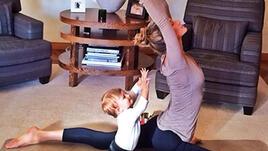 Жизел Бюндхен и малката Вивиан отново правят йога заедно