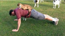 Мъжете, които тренират с кози