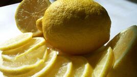 Как да обработим лимоновата кора без ренде?