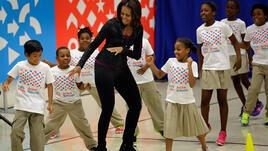 Мишел Обама заменя упражненията с тежести с йога