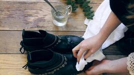 Зимата чука на вратата. Спасете обувките си от снега