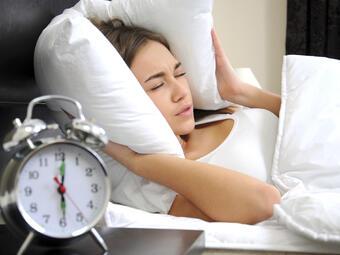 Пет грешки сутрин ви правят уморени през деня?! 1. Живеете в пълен мрак до обяд Ако се събудите...