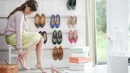 Закачете обувките на стената