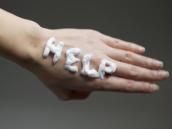 Справете се със сухата кожа на ръцете