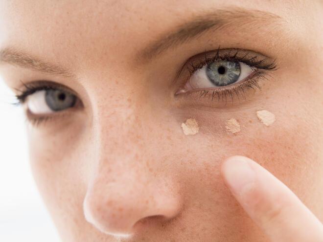 3 грешки, които допускате при прикриването на тъмните кръгове под очите