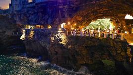 Най-романтичният ресторант се намира в скала