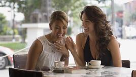 Жените по-често споделят за сексуалния си живот с приятели
