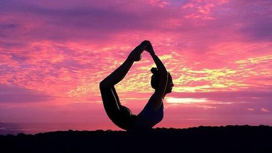 Релаксираща йога практика преди сън