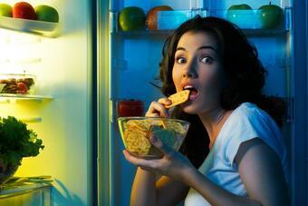 От ядене през нощта НЕ се напълнява! Няма научни доказателства, че от храненето преди лягане се...