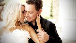 Скандално: 51-годишен актьор се ожени за 16-годишната си приятелка