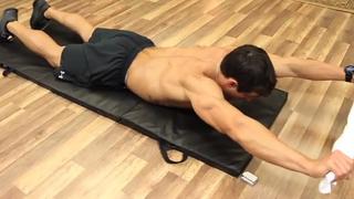 Упражнение за Гръб с Кърпа в Домашни условия