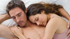 Щастливите двойки спят долепени един до друг