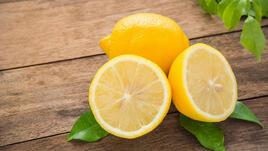 Чинийка с лимон на нощното шкафче прави чудеса