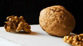 Какво ще се случи само след 4 часа, ако изядеш 5 ореха?