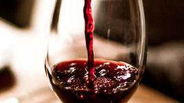 Ефект върху теглото: Чаша вино се топи с 60 клякания