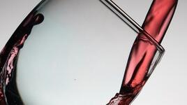 Американски експерти: За борба с килограмите включете и червено вино