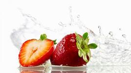 Спа идея под душа: скраб за тяло от ягоди