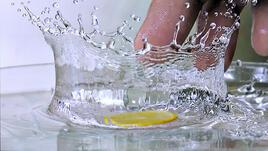 Защо риба и лимонена вода?