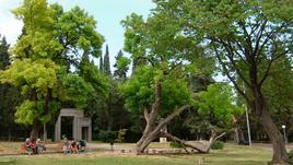 На разходка в: парк Аязмото