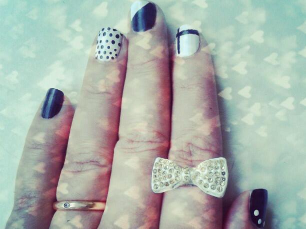 Черно и бяло. Върху ноктите